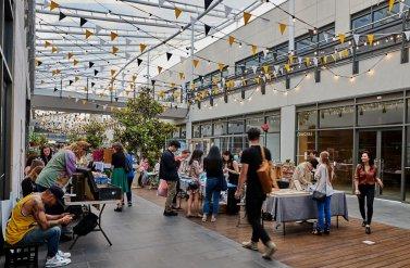 Khu chợ phục vụ mua sắm The District Makers Market