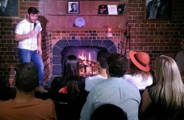 Xem diễn hài MIỄN PHÍ tại quán bar Highlander
