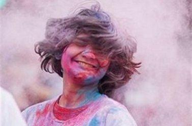 Tham dự Lễ hội màu sắc vùng West Footscray